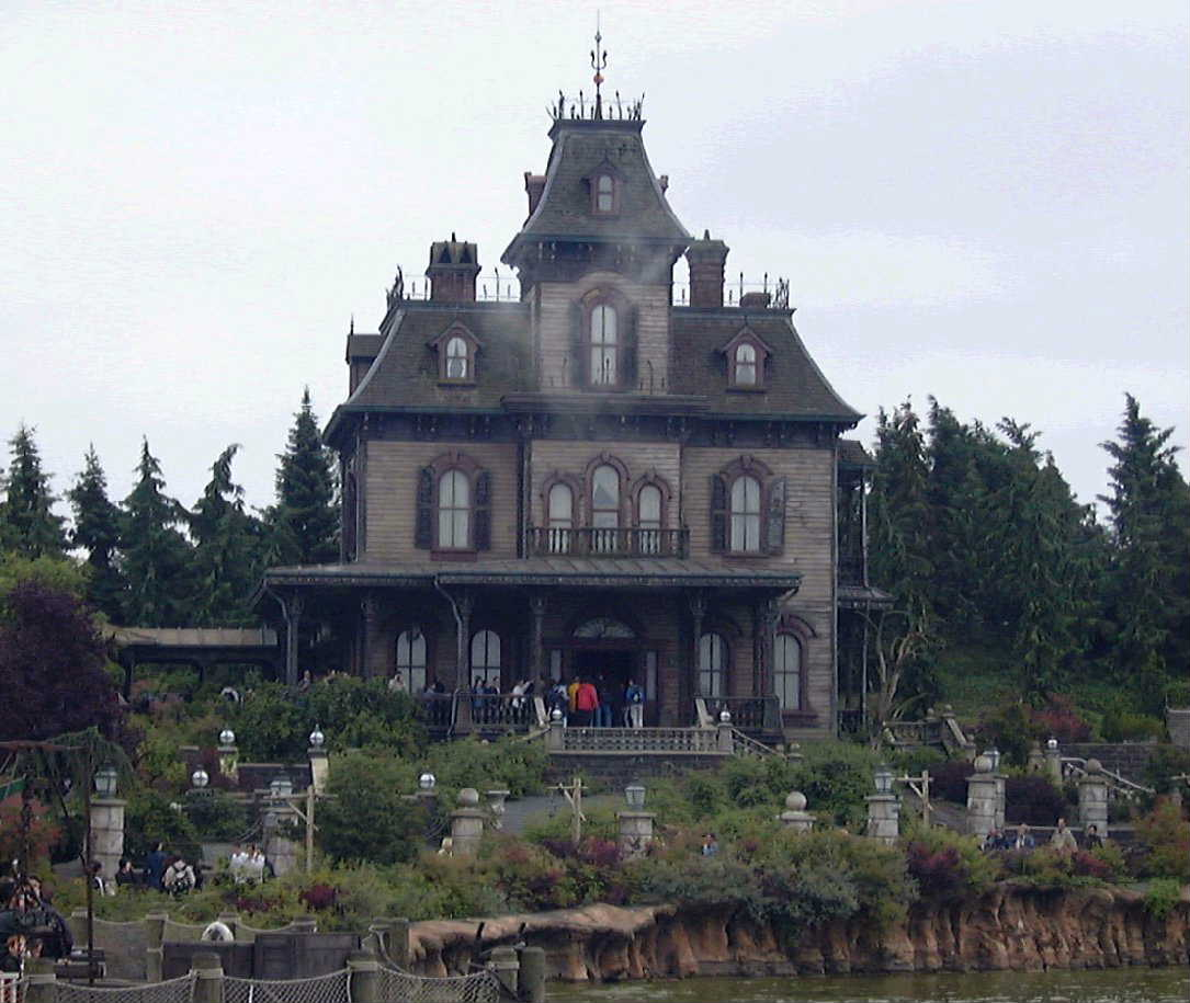Phantom_Manor_Disneyland_Paris