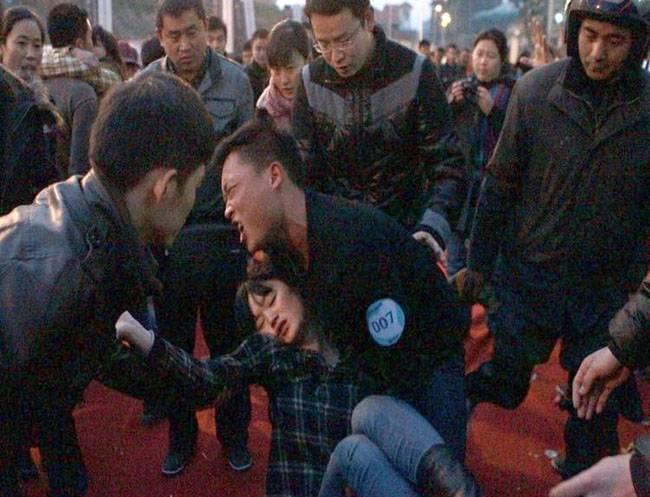 Обмороки на конкурсе поцелуев в Китае2