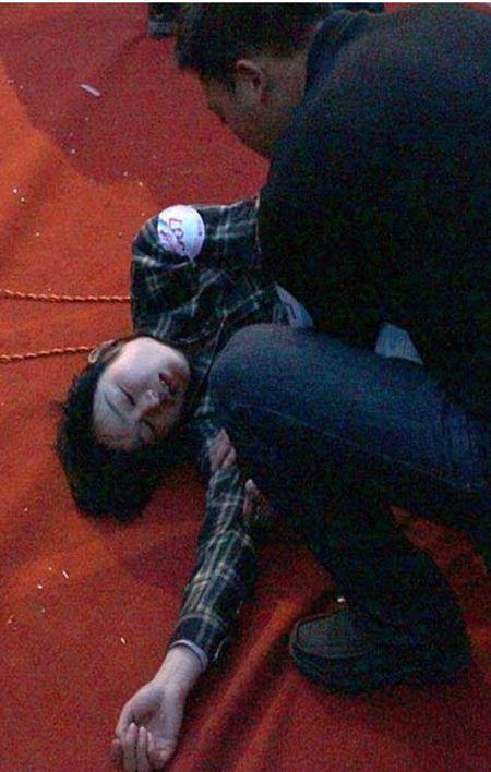 Обмороки на конкурсе поцелуев в Китае3